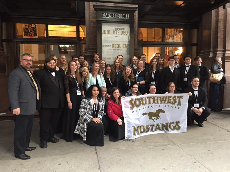 picture of the SMSU Chorale outside Carnegie Hall