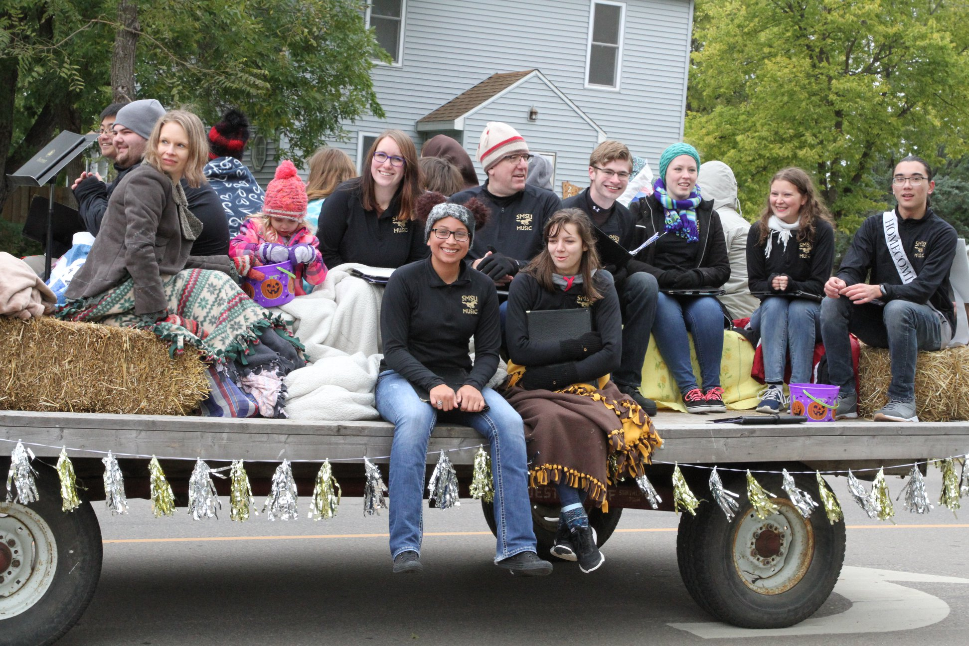 Chorale in the Homecoming Parade